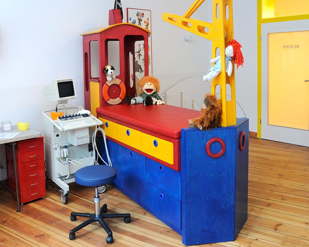 Kinderarzt Berlin Neukölln Wartezimmer 2
