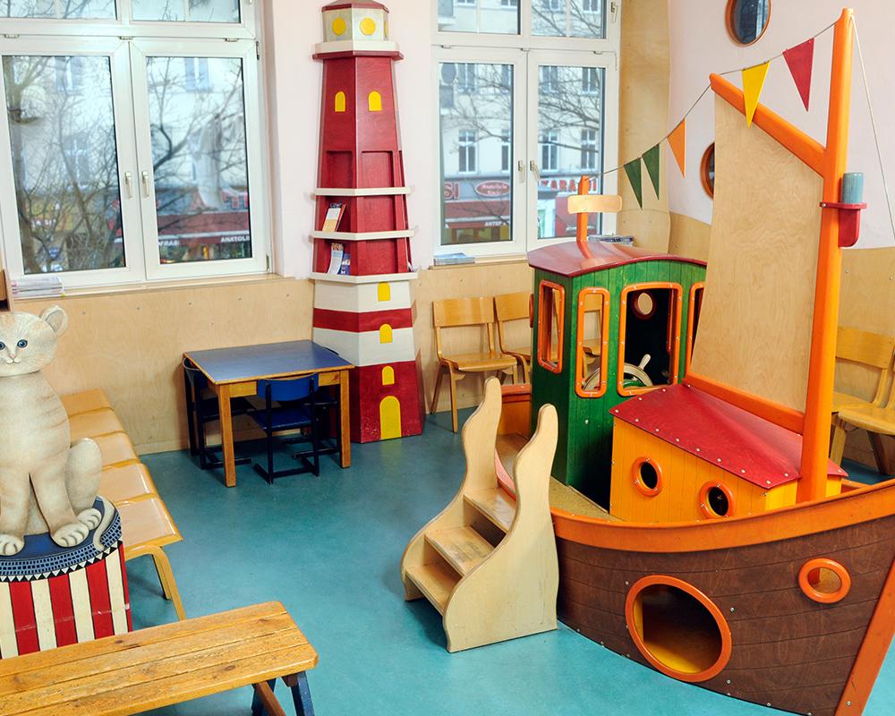 Kinderarzt Berlin Kreuzberg Wartezimmer 2